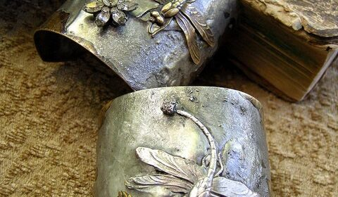 whatwouldkhaleesiwear: What Would Khaleesi Wear?Dragonfly Cuffs Want these